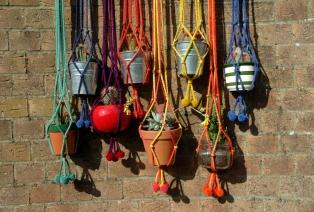 SC Knits - Pom Pom pot Hangers (1)