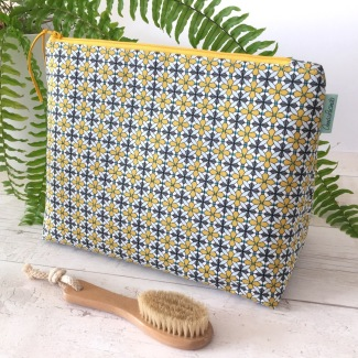 Made by Anna Lucinda - Wash Bag